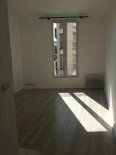 Location studio 23 m² Paris 15E (75015) - 900 €