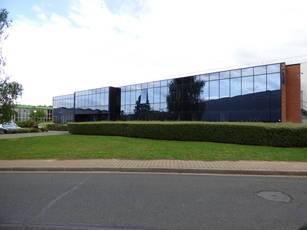 Location local d'activité 1.640m² Saint-Thibault-Des-Vignes (77400) - 9.500€