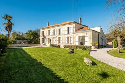 Vente maison 270m² Saint-Christoly-De-Blaye - 395.000€