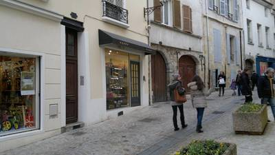 Location ou cession local commercial 40 m² Melun (77000) - 790 €