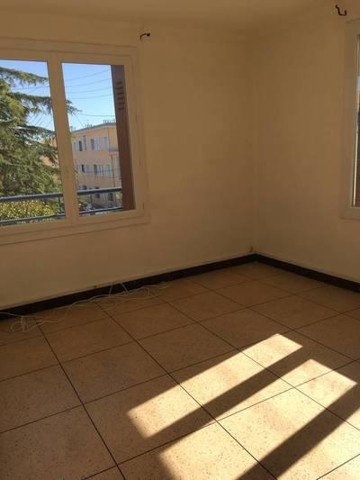Location appartement 3pièces 65m² Marseille 12E (13012) - 740€