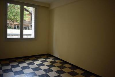 Location appartement 4pièces 80m² Marseille 6E (13006) - 880€