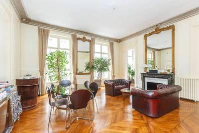 Location meublée appartement 2pièces 65m² Paris 8E (75008) - 2.100€