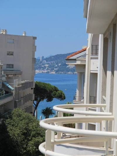 Location studio 32 m² Antibes (06160) - 725 €