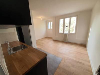 Location studio 23m² Paris 18E (75018) - 805€