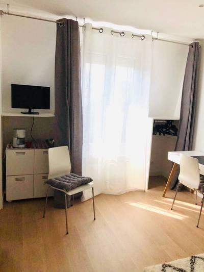 Location meublée studio Paris 16E (75116) - 915€