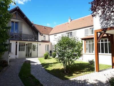 Fontenay-Trésigny (77610)