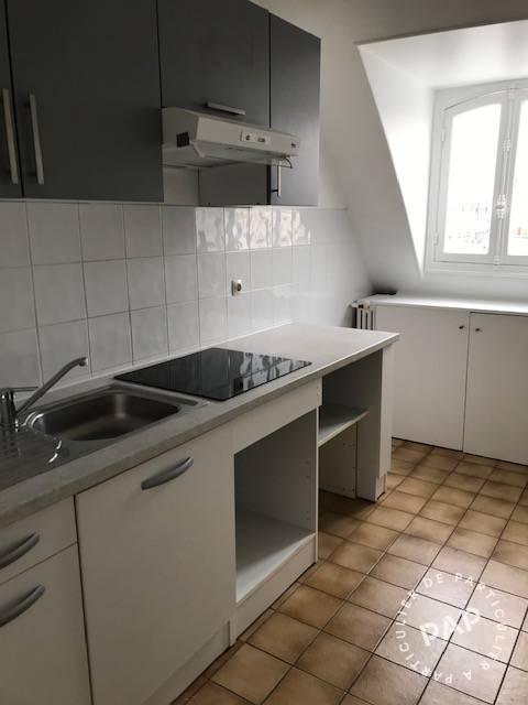 Location Appartement Paris 8E  1.900€