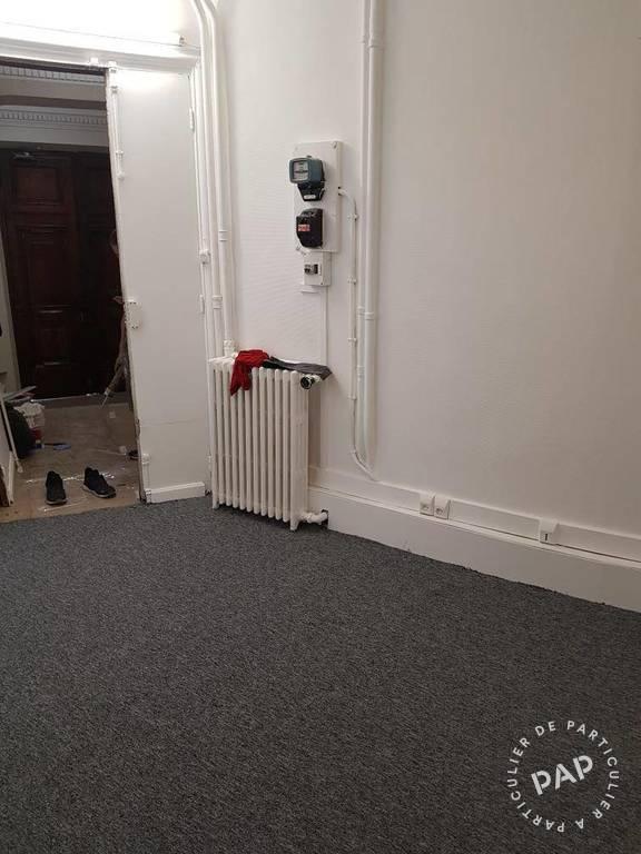 Bureaux, local professionnel Paris 8E 700€