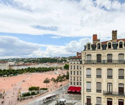 Lyon 2E  - Beau T5 - Vue Place Bellecour