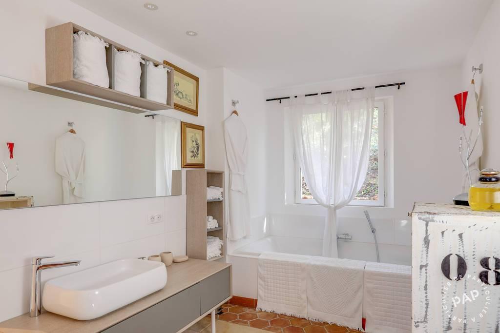 Location immobilier 2.400€ Entrecasteaux