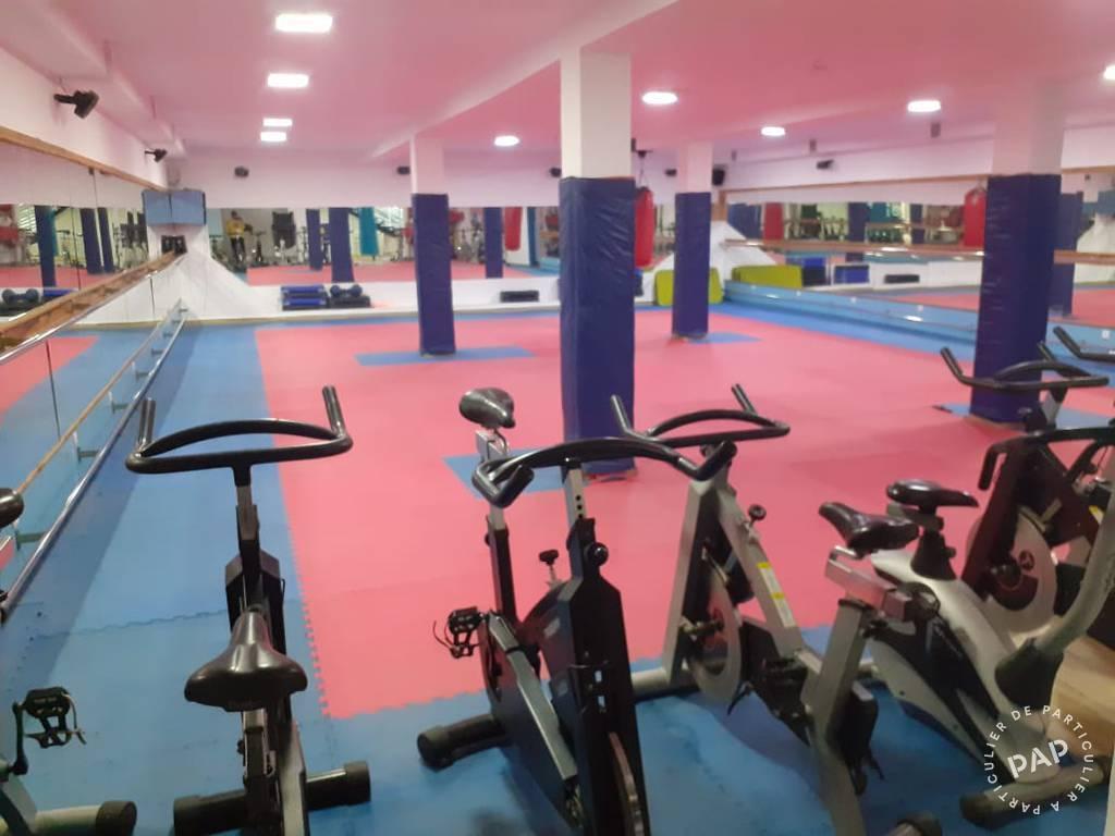Vente Local commercial Maroc Meknes - Complexe Sportif Équipé