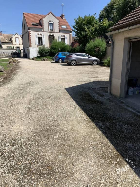 Location Garage, parking Sens (89100)  25€